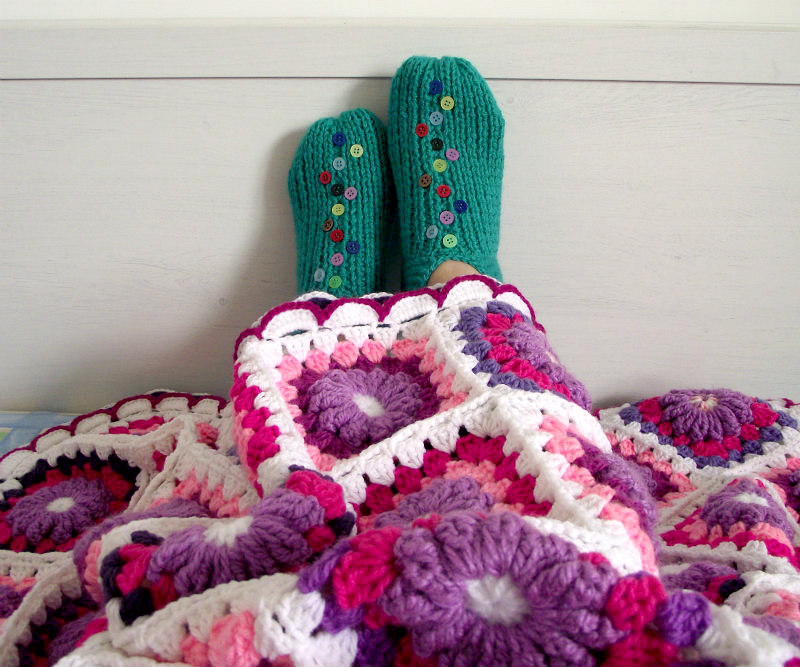 Lucilu slippers shoes free knitting pattern under Majesty Blanket crochet pattern by Lilia Vanini Liliacraftparty