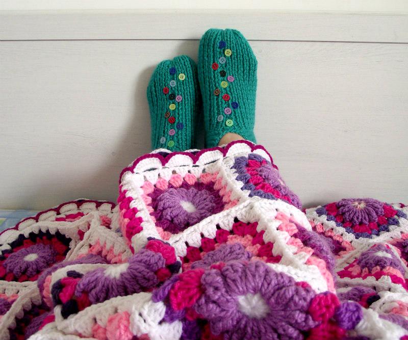 Lucilu slippers shoes free knitting pattern under Majesty Blanket crochet pattern by Lilia Vanini Liliacraftparty