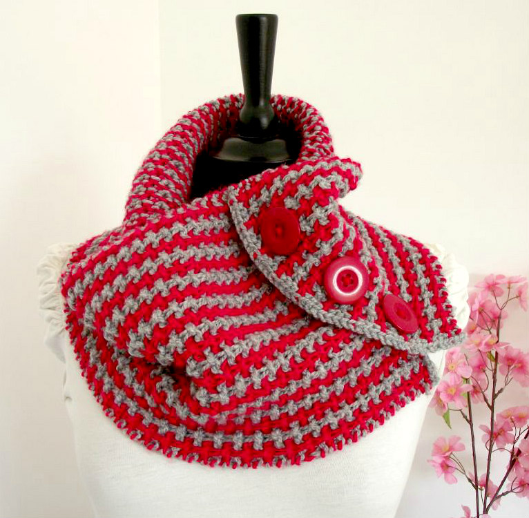 two colors cowl knitting pattern with buttons