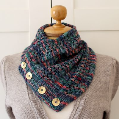 easy lace knitting cowl with buttons