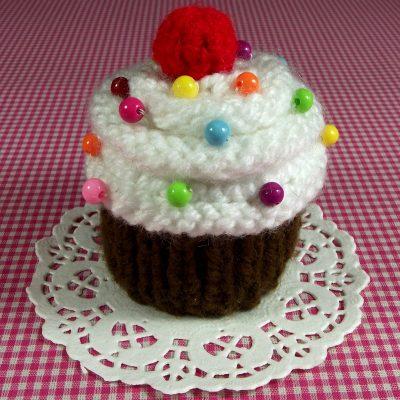 Meringa Cherry Cupcake Pincushion