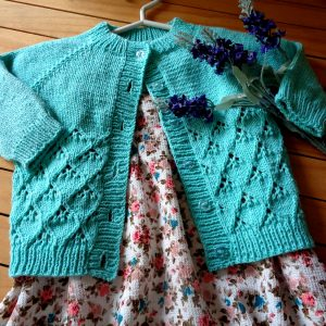 lace baby knitting cardigan with buttons knitting pattern by Lilia Vanini Liliacraftparty
